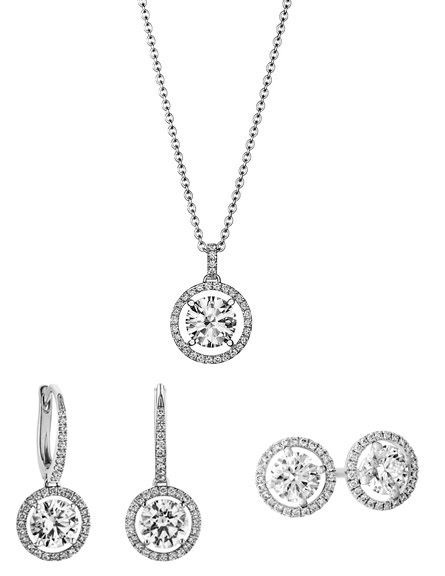 b8b1e1877 Other than the engagement ring, the Aura collection also offers pendant,  studs, and sleeper earrings. They are beautiful and classic individually,  the De ...